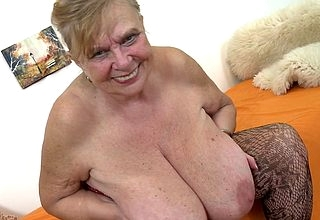 Chubby breasted BBW effectuation almost the brush Victorian pussy