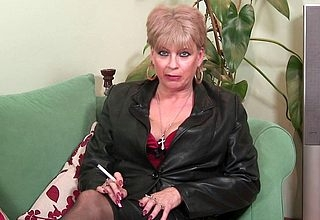 British MILF pleases in the flesh out of reach of divan