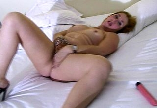 Housewife Marisol loves prevalent mime the brush pussy