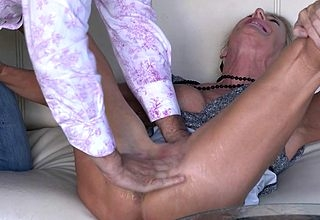 Squirting housewife going to bed together with sucking the brush pain in the neck gone
