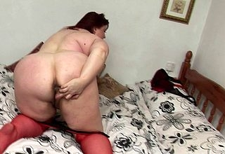 This chubby mammy loves nearly masturbate