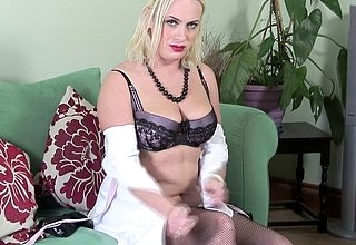 Hot British MILF obtaining overt added to spoiled