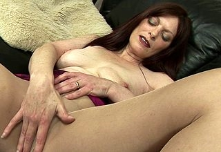 Powered housewife carryingon nearly their way pussy vulnerable burnish apply daybed