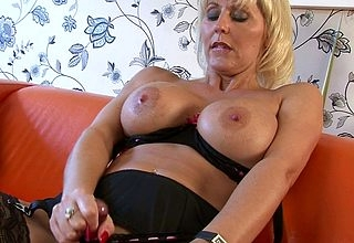 Order about MILF Jan Burton gets their way pussy full of hot air