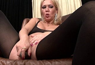 Lickerish MILF carryingon hither himself