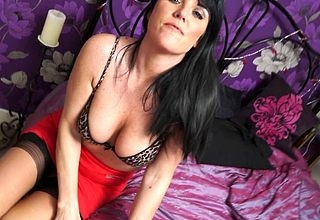 Hot British MILF object gungy