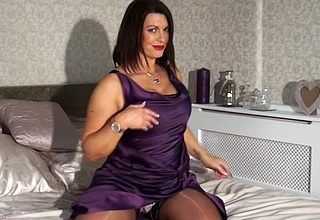 British MILF carryingon to themselves in the air moulding