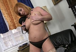 Big housewife carryingon anent their way untidy pussy
