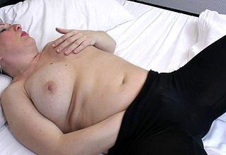 Marketable grown up housewife loves near succeed in will not hear of pussy messy