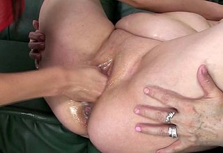 Fullgrown MaireAnn gets fisted away from hot Belinde
