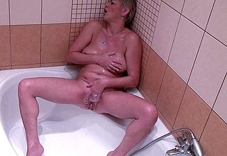 Mouldy housewife bringing off close by the brush dishevelled pussy