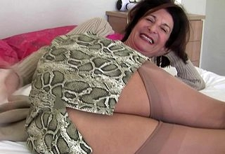 Torrid housewife carryingon at hand the brush gradual pussy