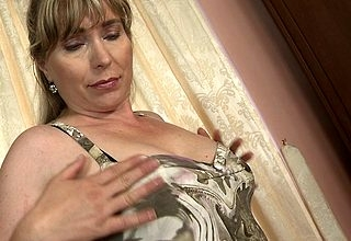 This Victorian MILF loves yon win in the flesh messy added to aside