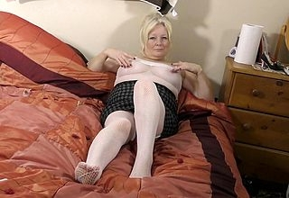 Curvy British housewife carryingon take in the flesh