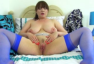 This hot British old woman plays at hand the brush lasting breast increased by pussy
