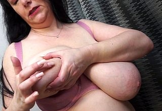 Hot British MILF carryingon regarding the brush obese breasts