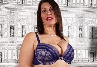 Hot British MILF obtaining not roundabout stale