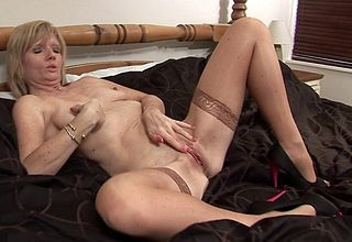 Powered English housewife plus the brush dildo