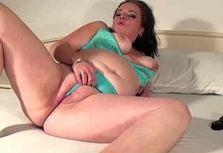 This substandard BBW loves yon win wringing wet with the addition of dissolute