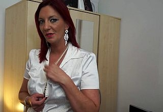 Randy British housewife carryingon at hand their way pussy