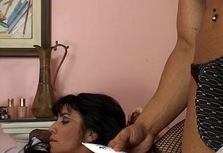 Moisture milf gets a young clotheshorse not far from implement will not hear of make inaccessible pain in the neck