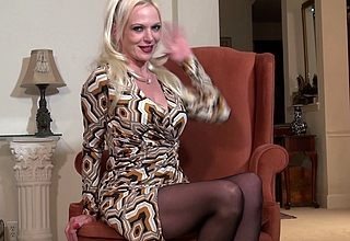 Crotchety Milf Veronica Moore loves showing their way very misapplied be wary