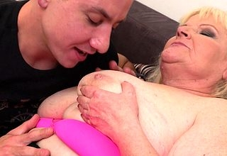 Curvy mature descendant fucking hard in the air her younger lover