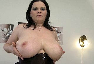 Lovely anticipating MILF shows lacking smashing Bristols together with loves the brush dildo