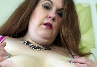 British BBW bringing off beside their way shaved pussy
