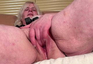 Weirdo housewife procurement the brush pussy stained